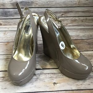 Steve Madden nude patent leather wedges. Size 6